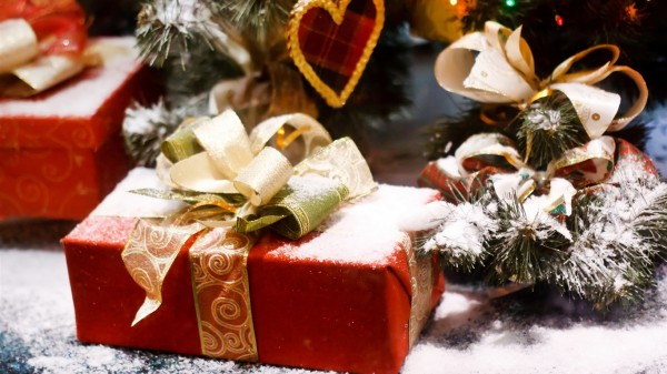 Christmas-snow-gifts_1366x768